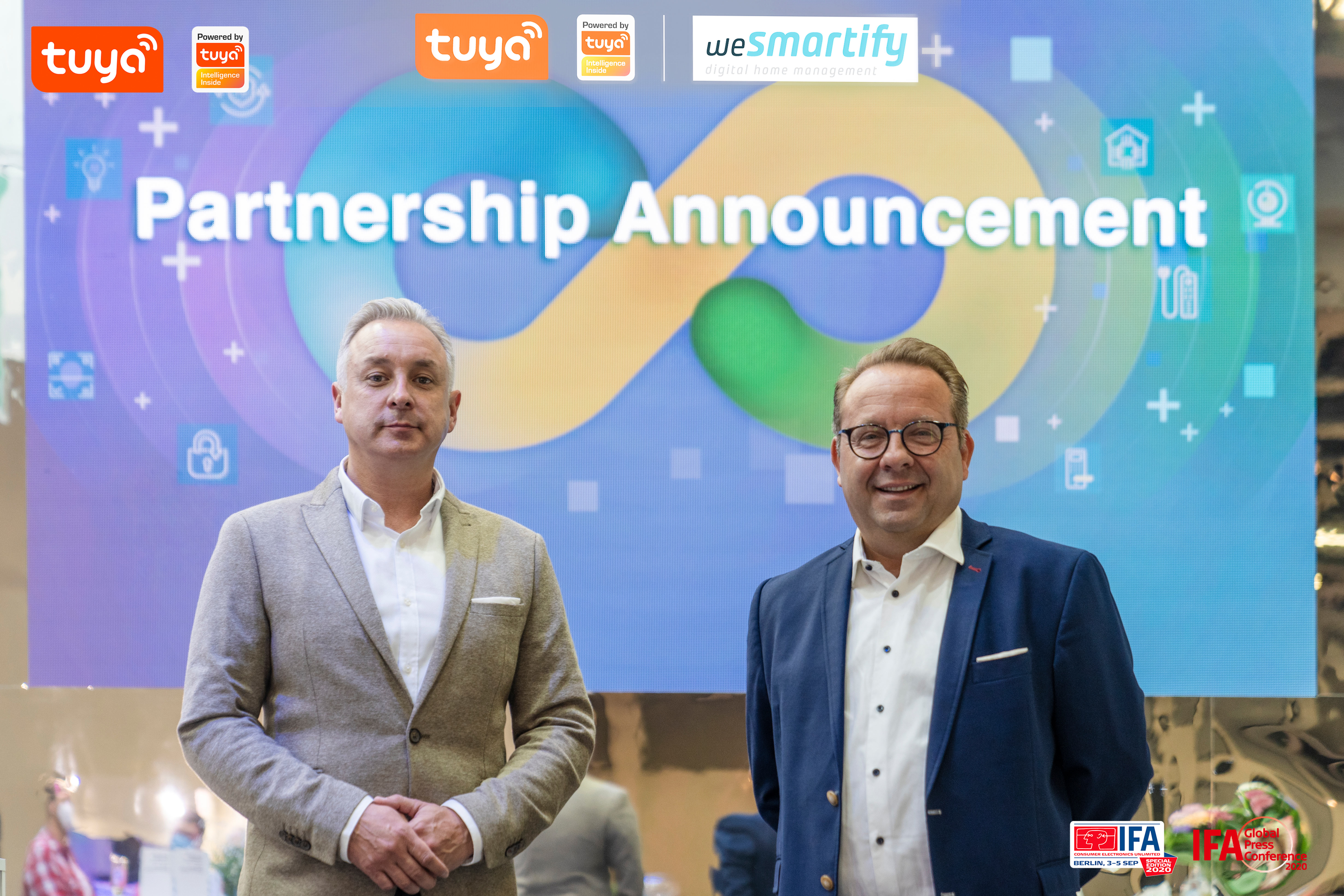 Sven Buschmann, Head of Business Development from Tuya Germany and Ralf Klar, CEO of Wesmartify